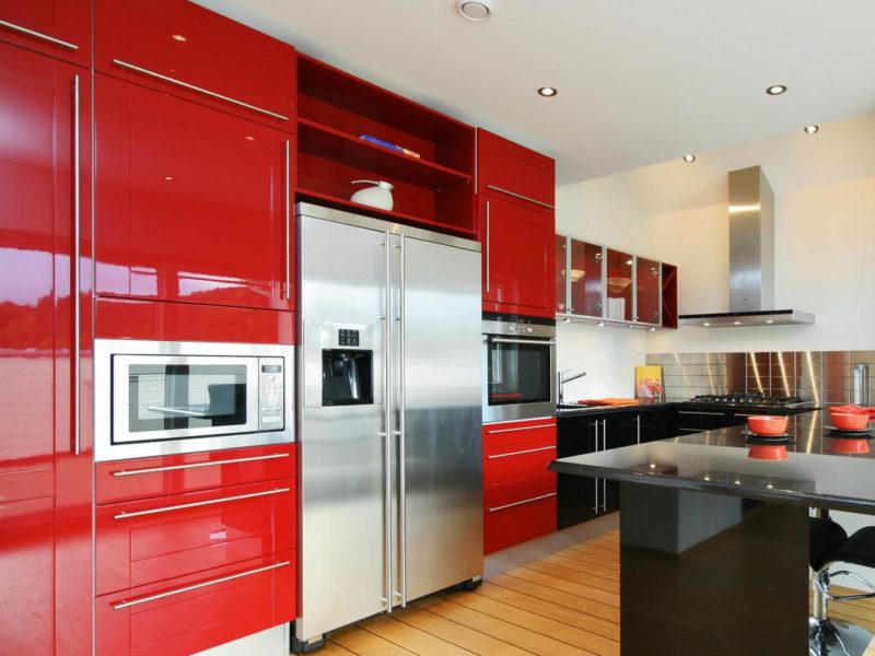 red-kitchen-cabinets-and-black-corner-cabinets-combination-with-very-large-and-modern-oven-in-cabinets-modern-design-kitchen-for-apartment